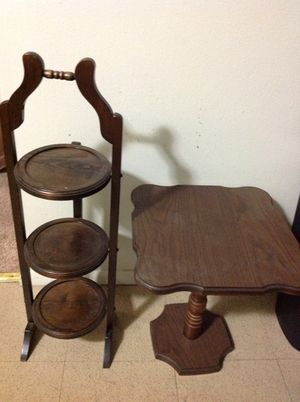 Small shelf and small table for Sale in East Dundee, IL