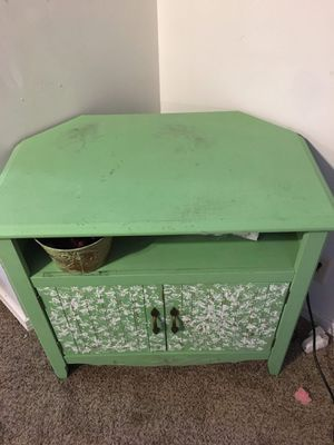 Corner TV Stand/Table for Sale in Derby, KS