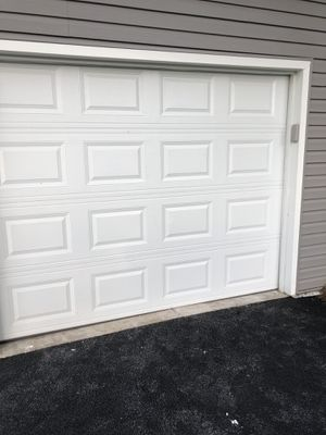 1car garage door with opener for Sale in Hinsdale, IL