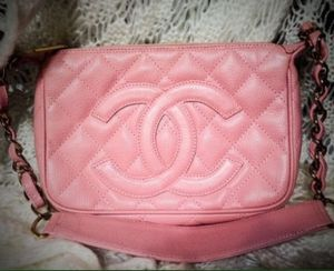 Chanel Caviar Chain Shoulder Bag One Shoulder Bag authentic item for Sale in Cherry Hill, NJ