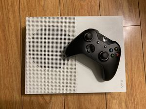 Xbox one and contoller for Sale in Los Angeles, CA