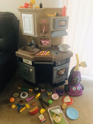 Little Tikes kitchen with accessories for Sale in Everett, WA