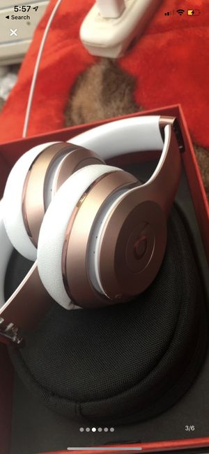 Beats solo 3 rose gold for Sale in Richmond, VA