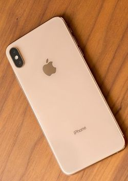 iPhone Xs Max  , Unlocked for All Company Carrier, Excellent Condition like New for Sale in Springfield, VA