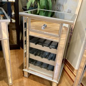 Mirrored Wine Cabinet for Sale in Lynnwood, WA