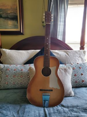 Beautiful Vintage Silvertone Acoustic Guitar for Sale in Fresno, CA
