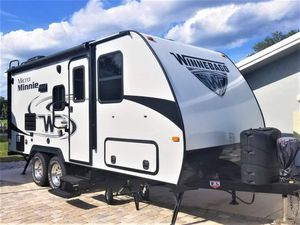 Winnebago Micro Minnie 2106DS for Sale in Port St. Lucie, FL