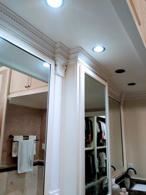 Trim Carpenter ..... Crown molding , baseboards , Doors , panels for Sale in Dallas, TX