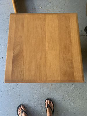 Solid wood end table for Sale in Sunriver, OR