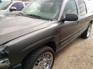2000 to 2006 Chevy suburban and GMC Yukon xl parts only for Sale in Fontana, CA