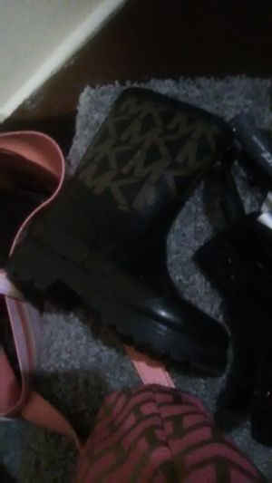 Girls- size 6 toddles Michael Kors boots for Sale in Dayton, OH