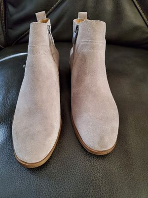 Ankle boots size 5.5 for Sale in Bell Gardens, CA