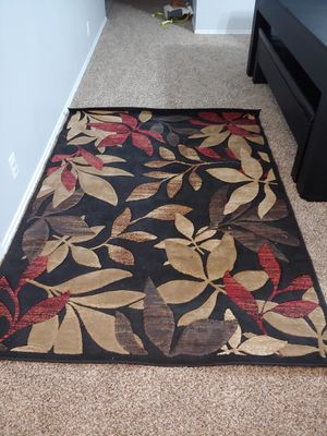 Nice rug in good shape! (5×7ft approximately) Great rug, but doesn't match our new home decor. Paying it forward. for Sale in New Braunfels, TX