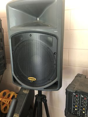 Orquesta Speakers with stands and two amplifiers for Sale in Kissimmee, FL