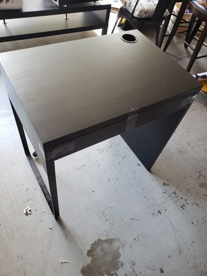 Small Micke Computer Desk from IKEA. Good Condition for Sale in San Diego, CA