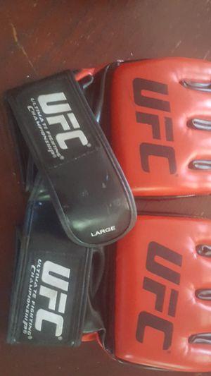 UFC SET LARGE FIGHTING GLOVES for Sale in Glendale, AZ