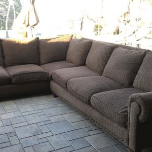 Brown Sectional Sofa/Couch (Free Delivery) for Sale in Los Angeles, CA