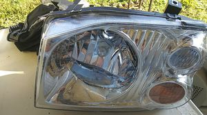 Front headlight 01-04 nissan frontier for Sale in Newton, NC