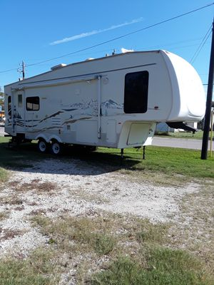 2006 Fifthwheel 2 slide outs for Sale in Highlands, TX