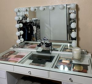 Impressions Vanity Pro Makeup Table & Mirror for Sale in Corona, CA