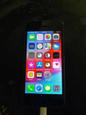 Unlocked iPhone 5S 16GB w/ charger and new headphones for Sale in Oxon Hill, MD