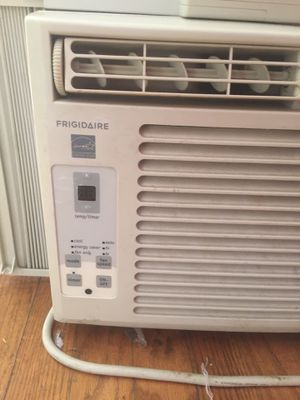 Frigidaire small window ac for Sale in Shaker Heights, OH