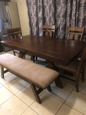 Beautiful wood dinning table for Sale in Phoenix, AZ