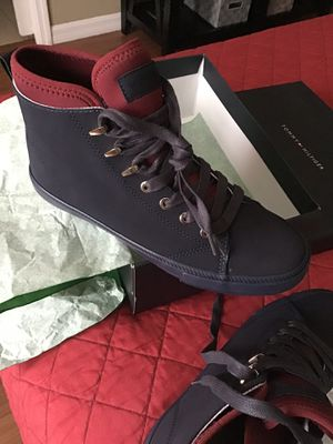 Tommy boots for women size 8 new for Sale in Orlando, FL