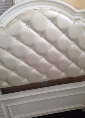 Madelyn twin bed for Sale in Hartford, CT