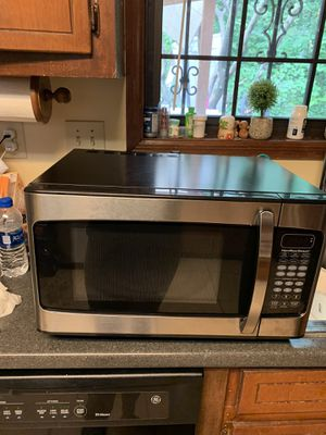 Microwave oven and good condition for Sale in Lilburn, GA