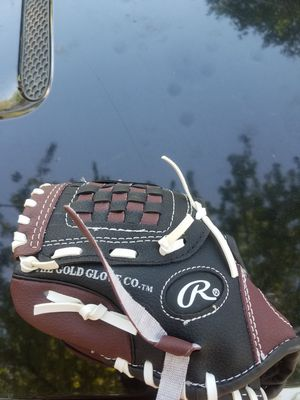 Rawlings small 9 inch child's baseball glove for Sale in Southfield, MI