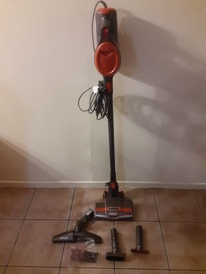 For sale shark Hoover vacuum w all the atachments for Sale in Huntington Beach, CA