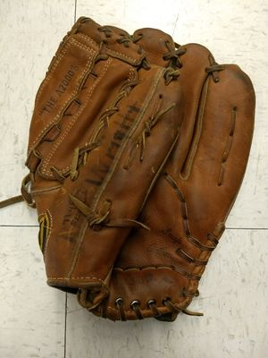 Vintage Wilson A2000 Dual Hinge Made in USA Right Handed RHT Baseball Glove for Sale in Beaverton, OR