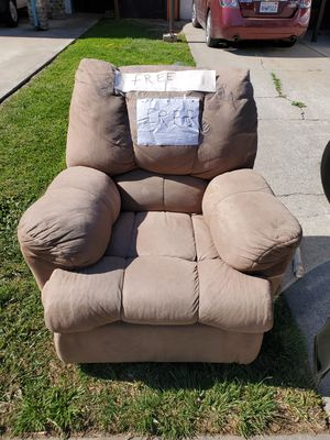 Recliner/ reclinable FREE for Sale in Tracy, CA
