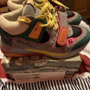 Gucci mid top sneaker for Sale in New Haven, CT