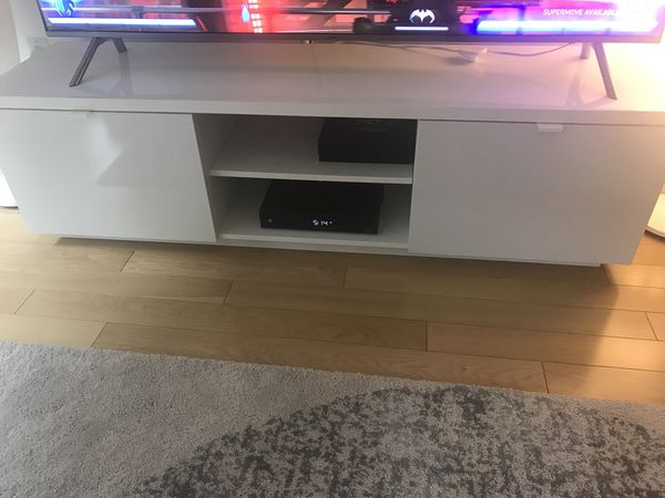 Brand new TV stand!! Needs to go