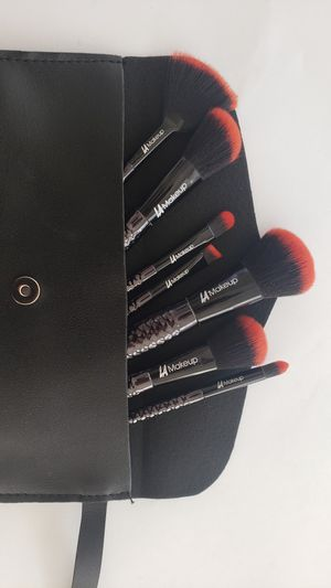 7pcs red and black mermaid tail makeup brush set with cosmetic bag for Sale in Los Angeles, CA