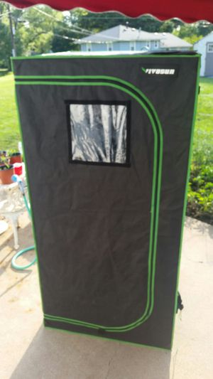"""VIVOSUN 48""""x48""""x80"""" Mylar Hydroponic Grow Tent with Observation Window and Floor Tray for Indoor Plant Growing 4' x4' for Sale in Kansas City, MO"""