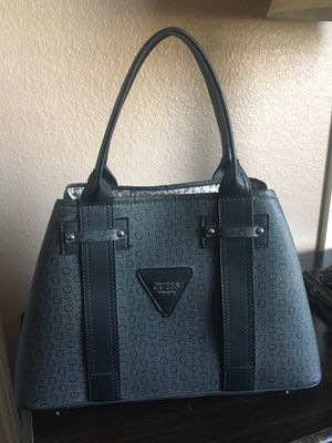 Guess purse for Sale in Woodlake, CA