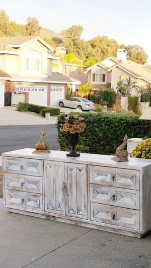 DRESSER/CREZENZA W 9 DRAWERS AND MIRROR IS INCLUDED for Sale in Chino Hills, CA