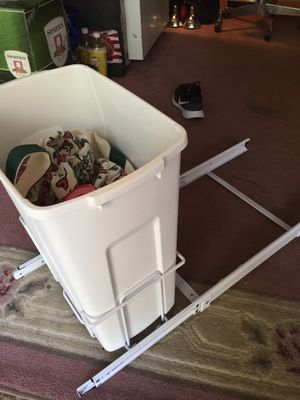 Under counter pail for kitchen cabinets for Sale in Hauppauge, NY