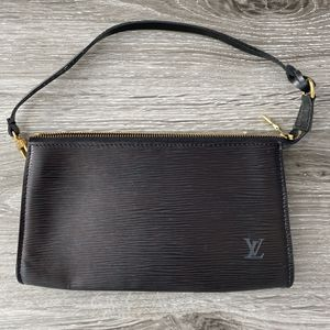 Louis Vuitton Black Epi Pochette purse with dust bag for Sale in Topanga, CA