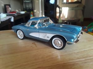 Diecast 1961 Chevy Vett 1:18 1/18... LOTS OF MORE CARS ON MY PAGE!!! for Sale in Pico Rivera, CA