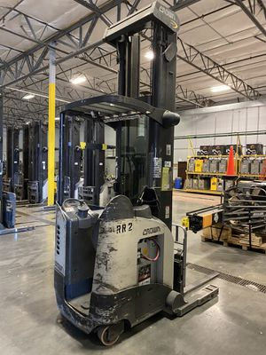 Crown RD5220-30 Forklift for Sale in Seattle, WA