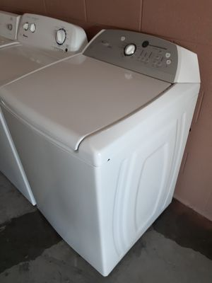Whirlpool washer and electric dryer for Sale in North Las Vegas, NV