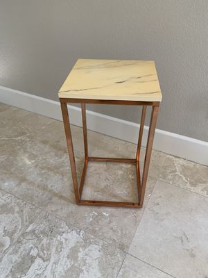End table for Sale in Carlsbad, CA