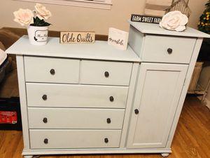 Adorable Farmhouse Style Dresser for Sale in Franklin, TN