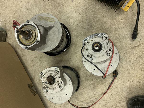 Floor scrubber brush motors