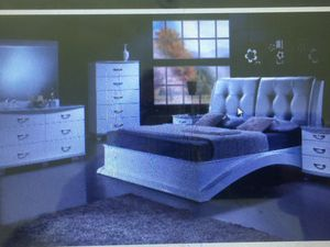 BEDROOM SET COMPLETE for Sale in Hialeah, FL