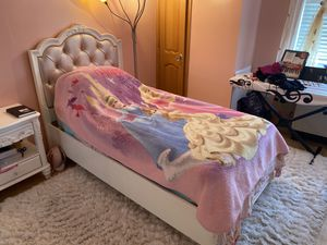 Twin size princess Caroline bed with a nightstand for Sale in Brooklyn, NY